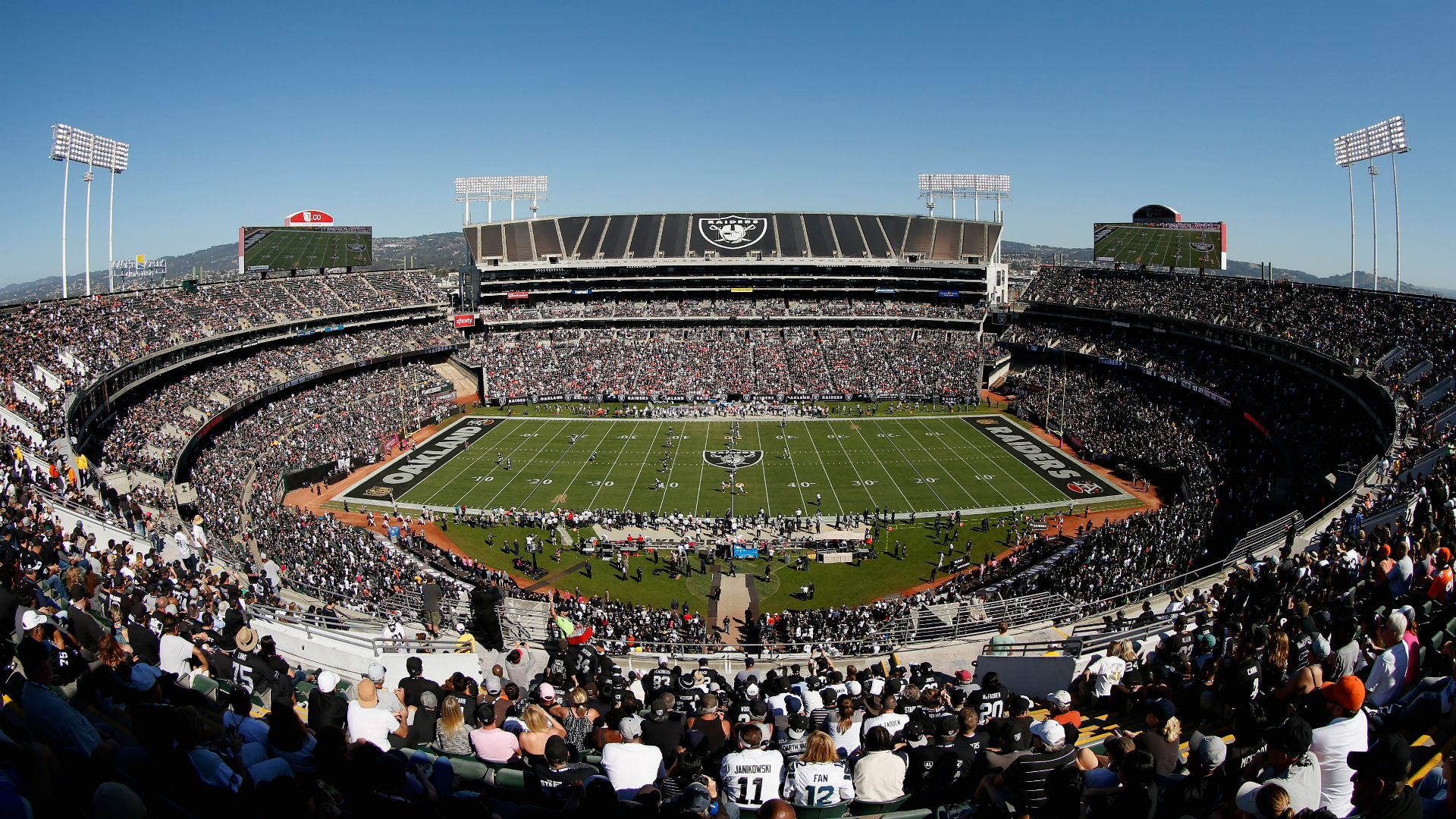 Raiders Announce Deal To Stay In Oakland For 2016 Season