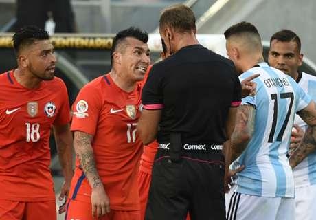 Medel gives Argentina the finger!