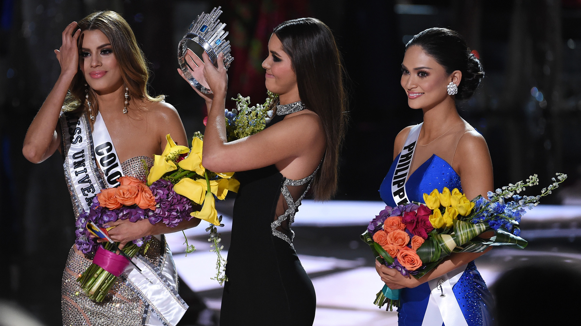 Watch Steve Harvey announce the wrong winner for Miss Universe