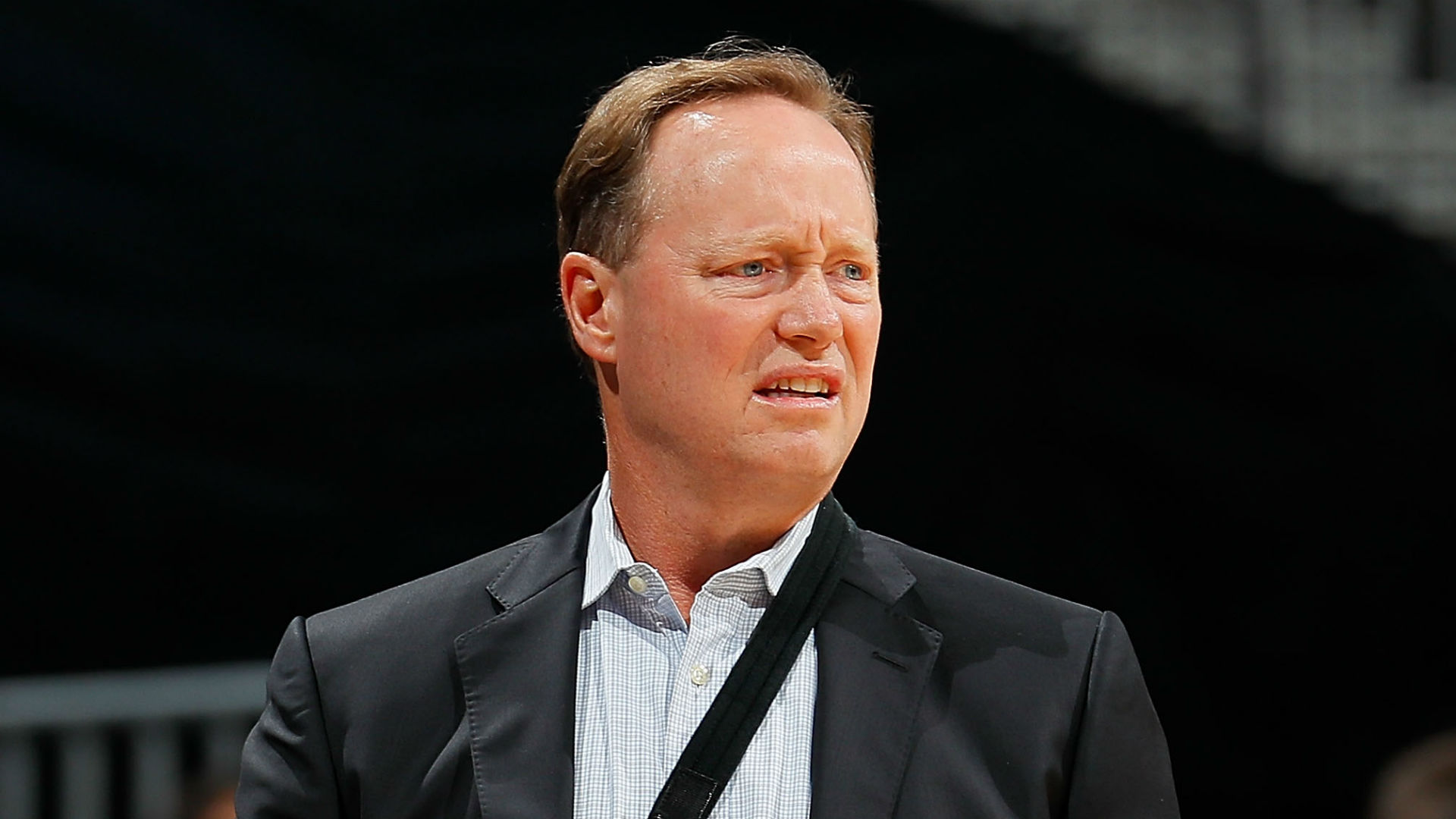 Hawks' Budenholzer leveled in collision near team bench