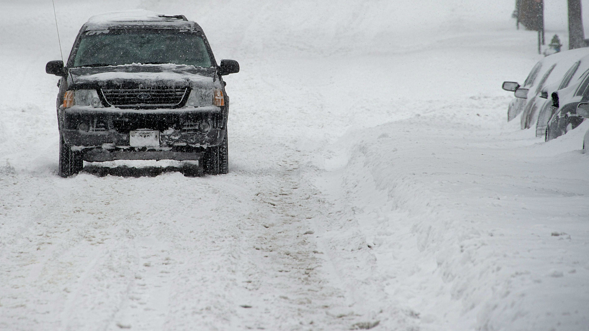 Snow, ice paralyze east coast