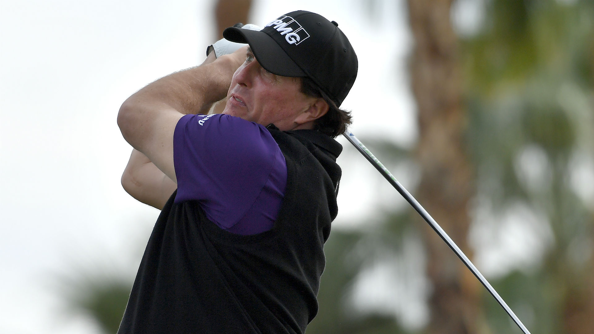 Mickelson kicks off the year by flirting with 59 at Desert Classic