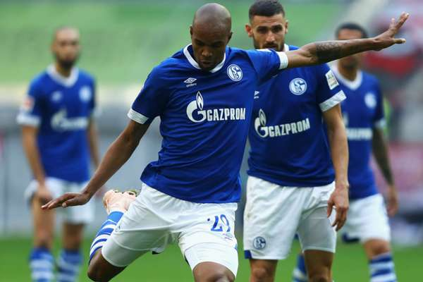 Naldo signs Schalke extension