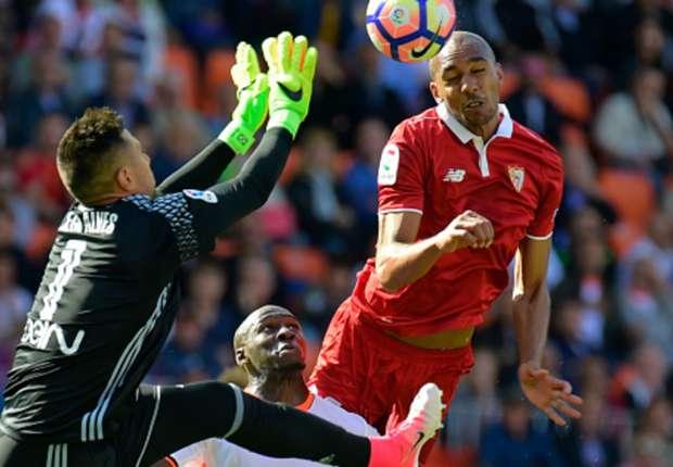 Diego Alves went unpunished for a blatant handball against Sevilla
