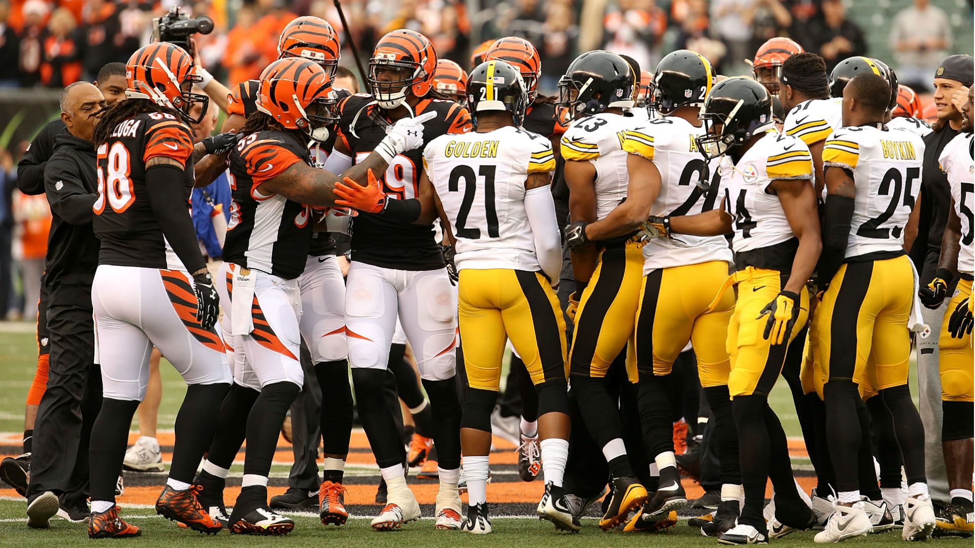 bengals-steelers-scuffle-121415-usnews-getty-ftr