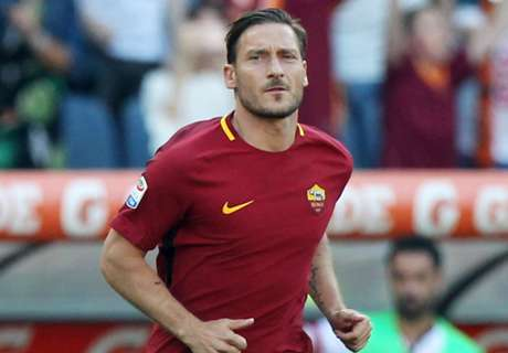 De Rossi: Totti is not normal