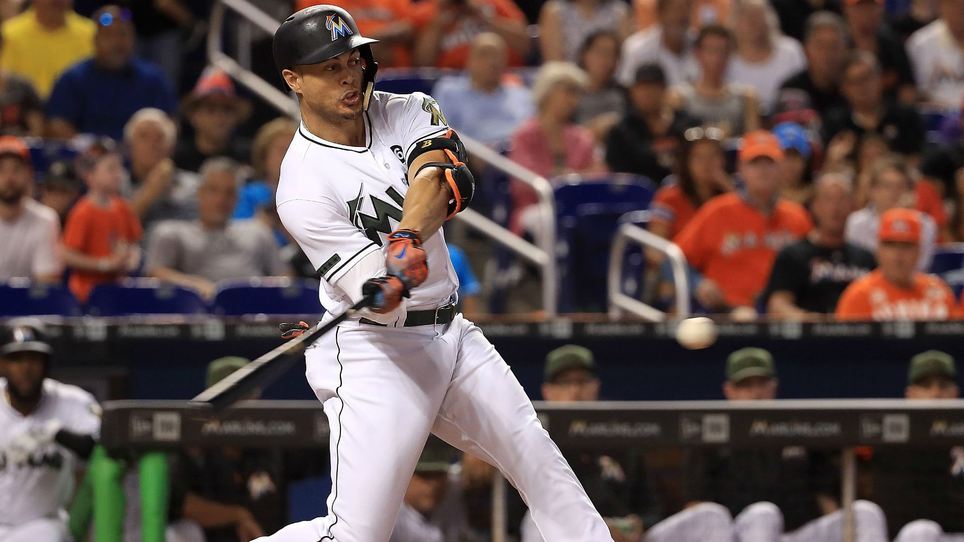 Ozuna gets some help in Marlins win over Phillies
