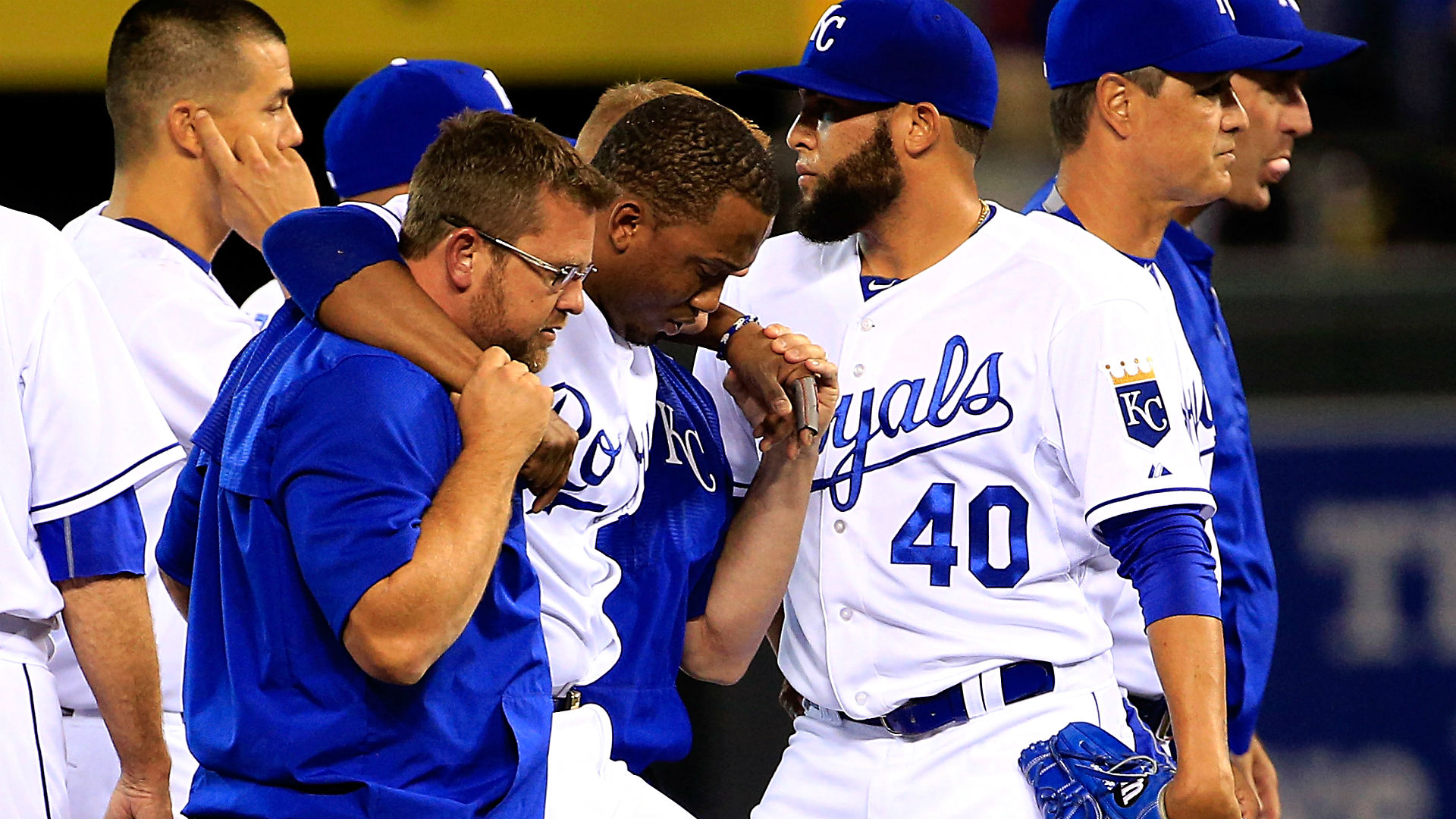 Royals SS Alcides Escobar suffers knee sprain after hard slide by Brett Lawrie