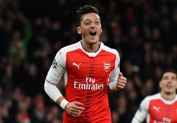 'It's all about compromising' - Campbell urges Ozil to re-sign at Arsenal