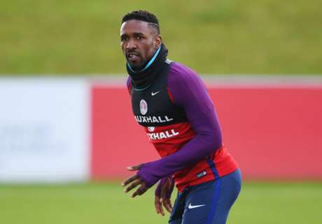 Defoe keen to learn from Howe