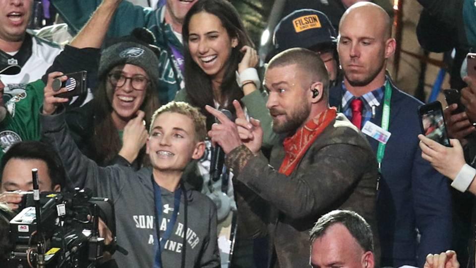 Super Bowl 52: \'Selfie kid\' becomes Internet sensation after ...