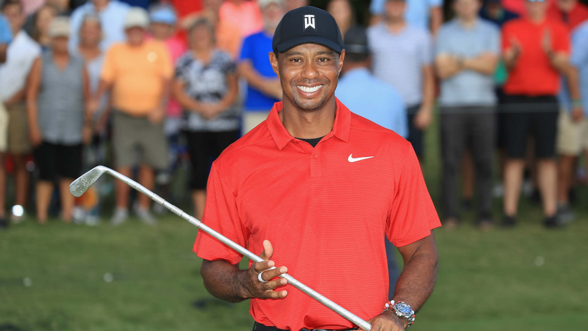 Tiger Woods finally breaks through and tastes victory again