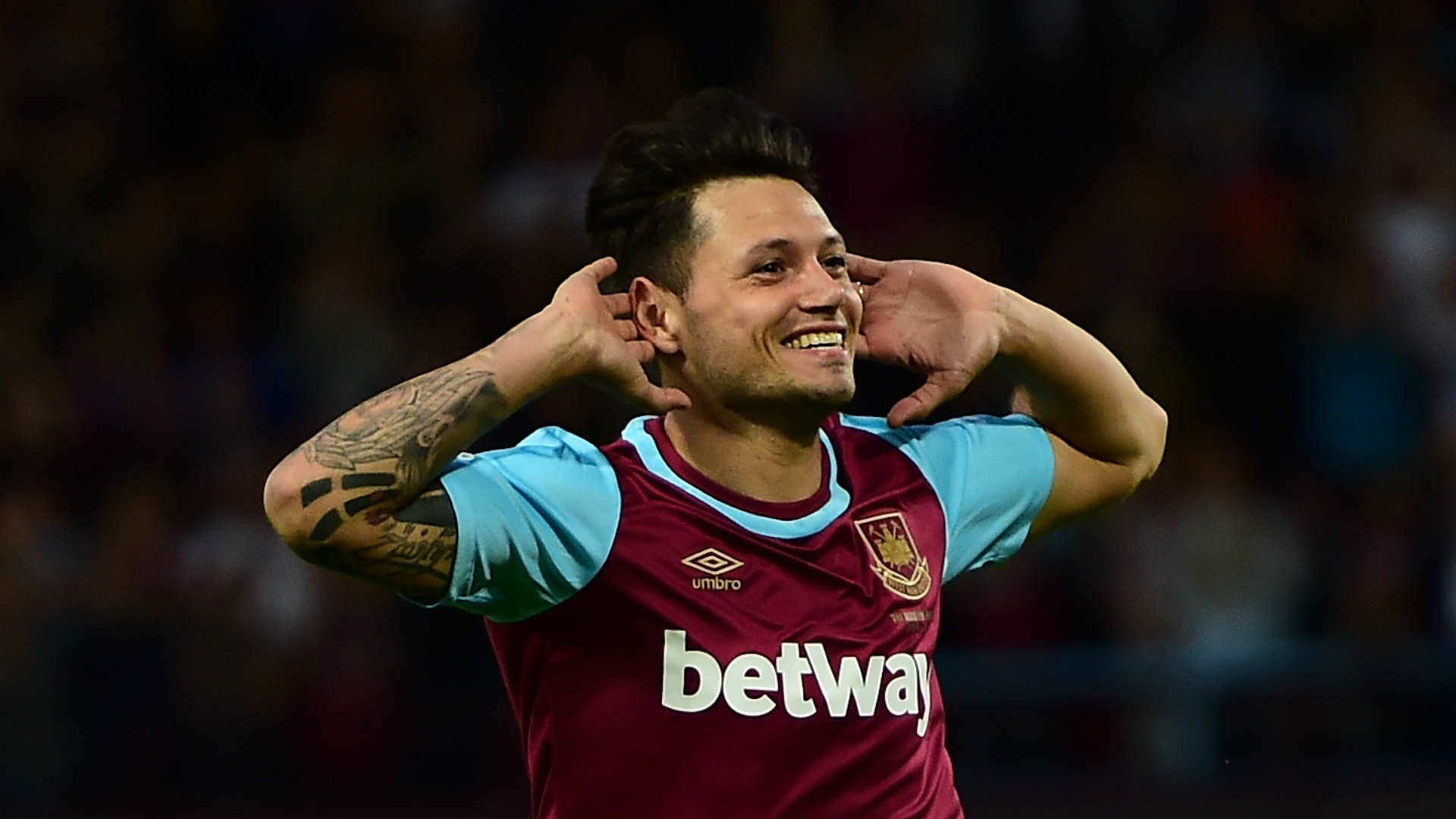 West Ham: Mauro Zarate signs for Hammers from Argentina - BBC Sport