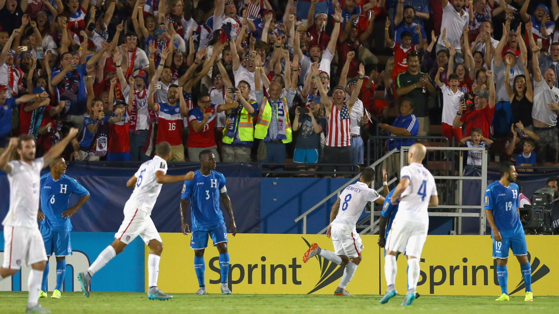 Clint Dempsey's brace helps U.S. to Gold Cup-opening win over Honduras