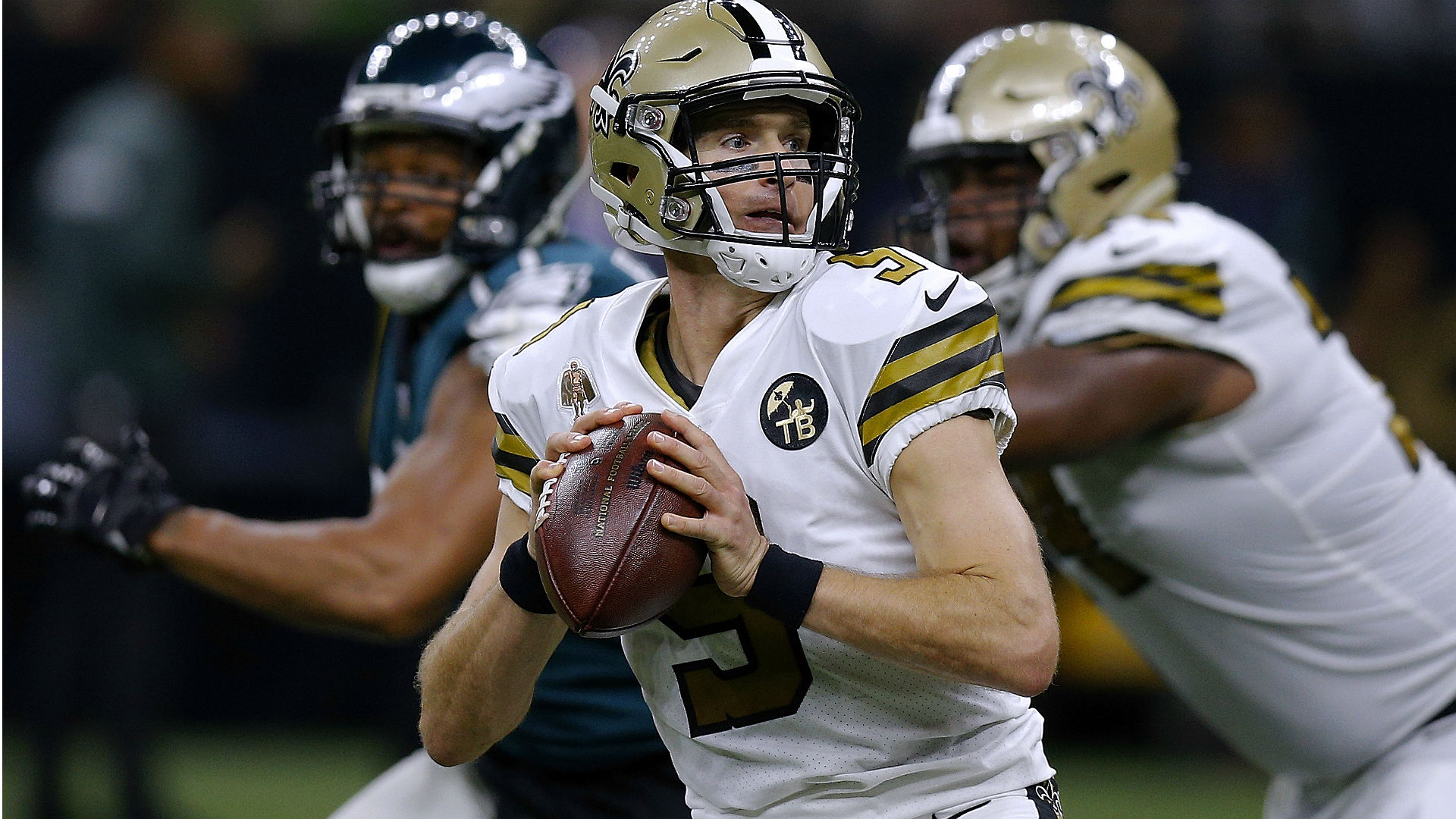 Saints pull away for blowout victory over Eagles, extend winning-streak to 9