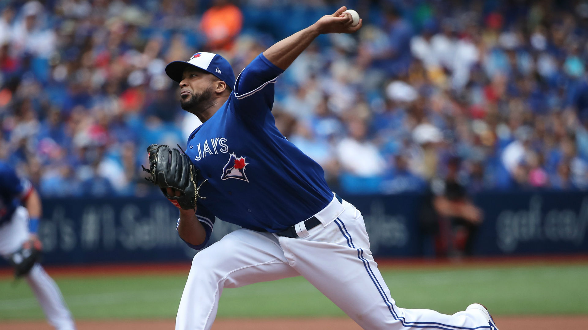 Blue Jays trade left-hander Liriano, righty reliever Smith at deadline