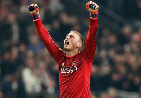 Ajax hope Cillessen snubs Barcelona