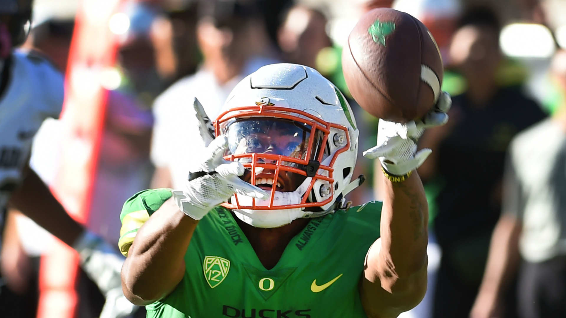 Oregon WR Carrington off team following DUI arrest