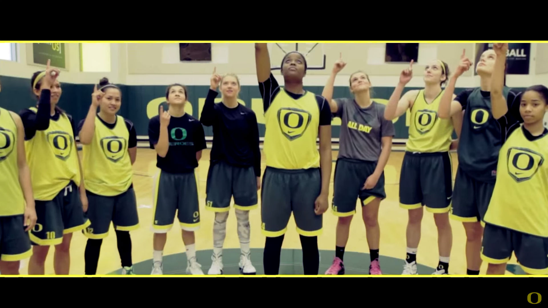 Oregon student athletes thank Marcus Mariota in touching video