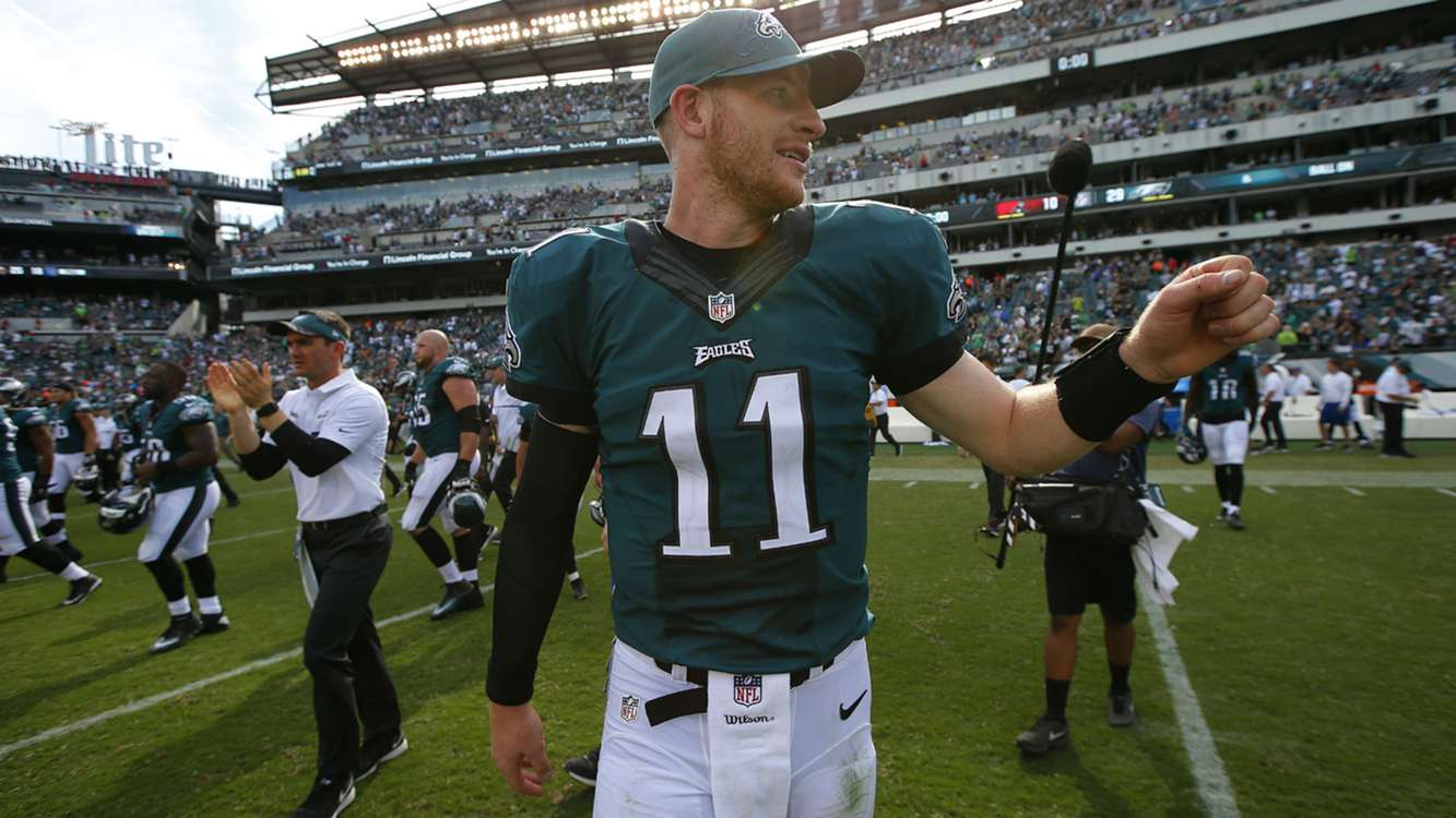 Carson Wentz gifts TD ball to Mike Trout after Eagles score