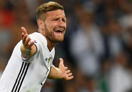 OFFICIAL: Arsenal signs Mustafi