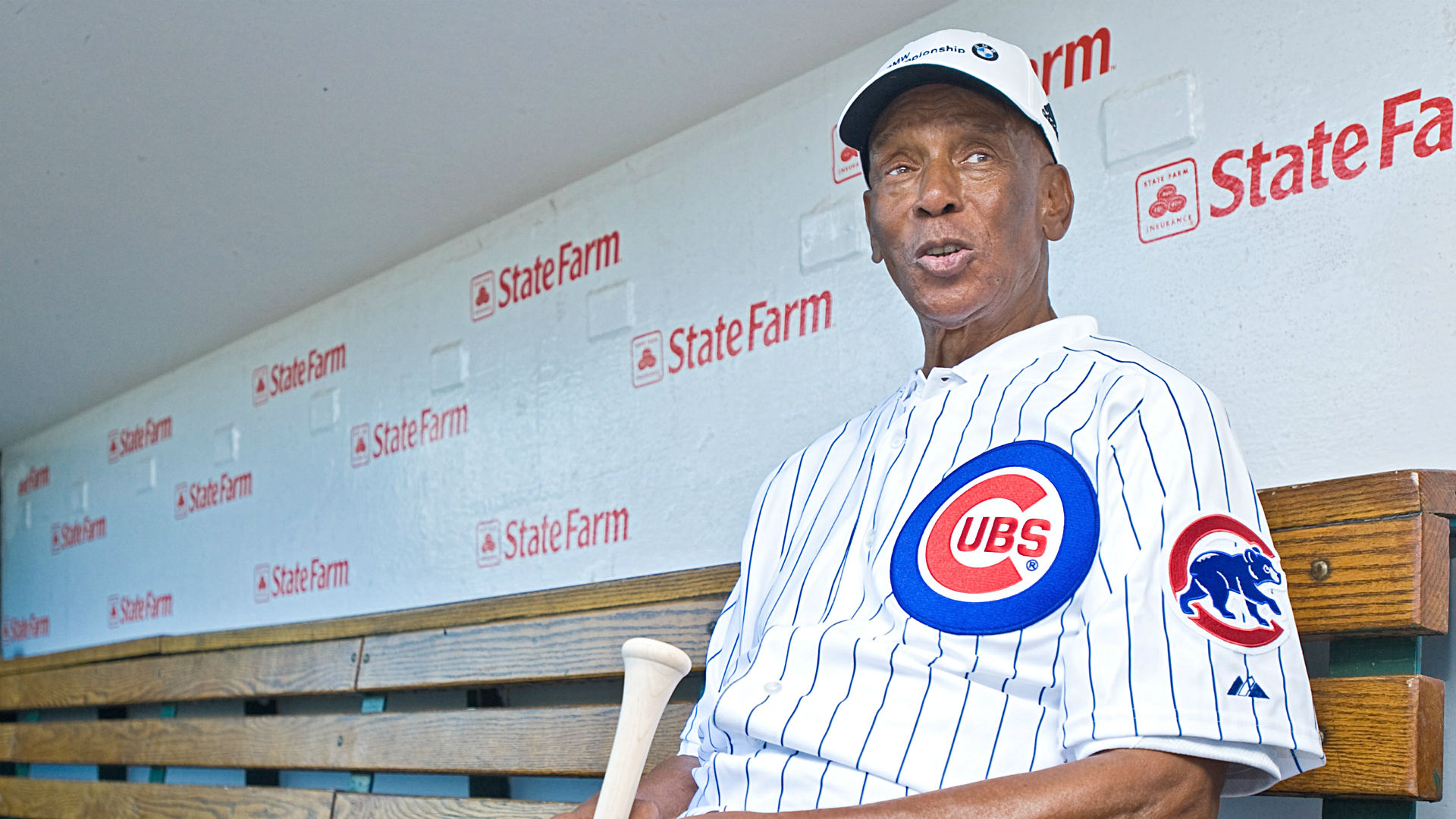 Estranged wife claims Ernie Banks had dementia when he signed will