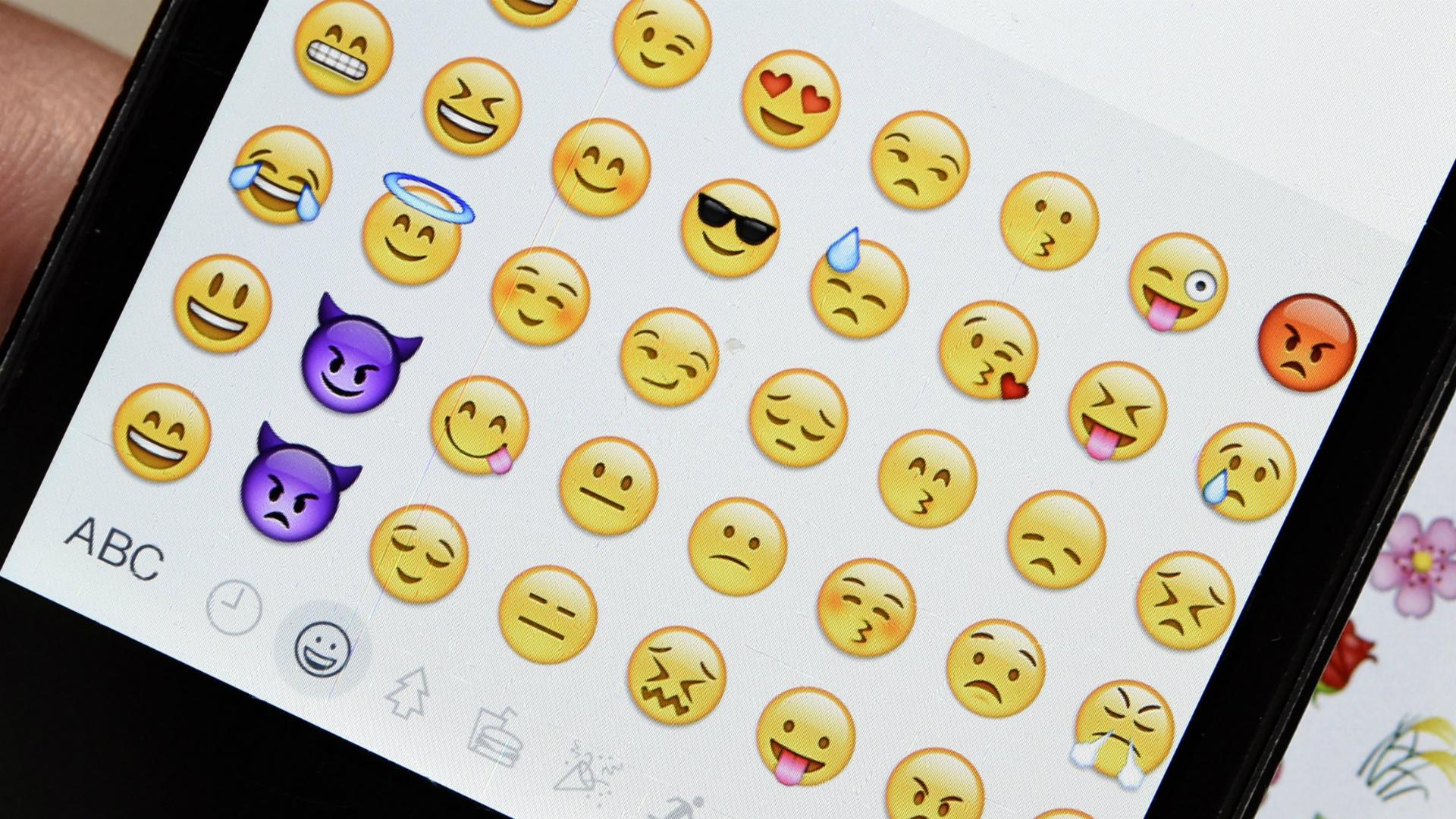 Emoji-phone-22317-usnews-getty-ftr_195pa3dksq9zh1ladoq9a8slfs