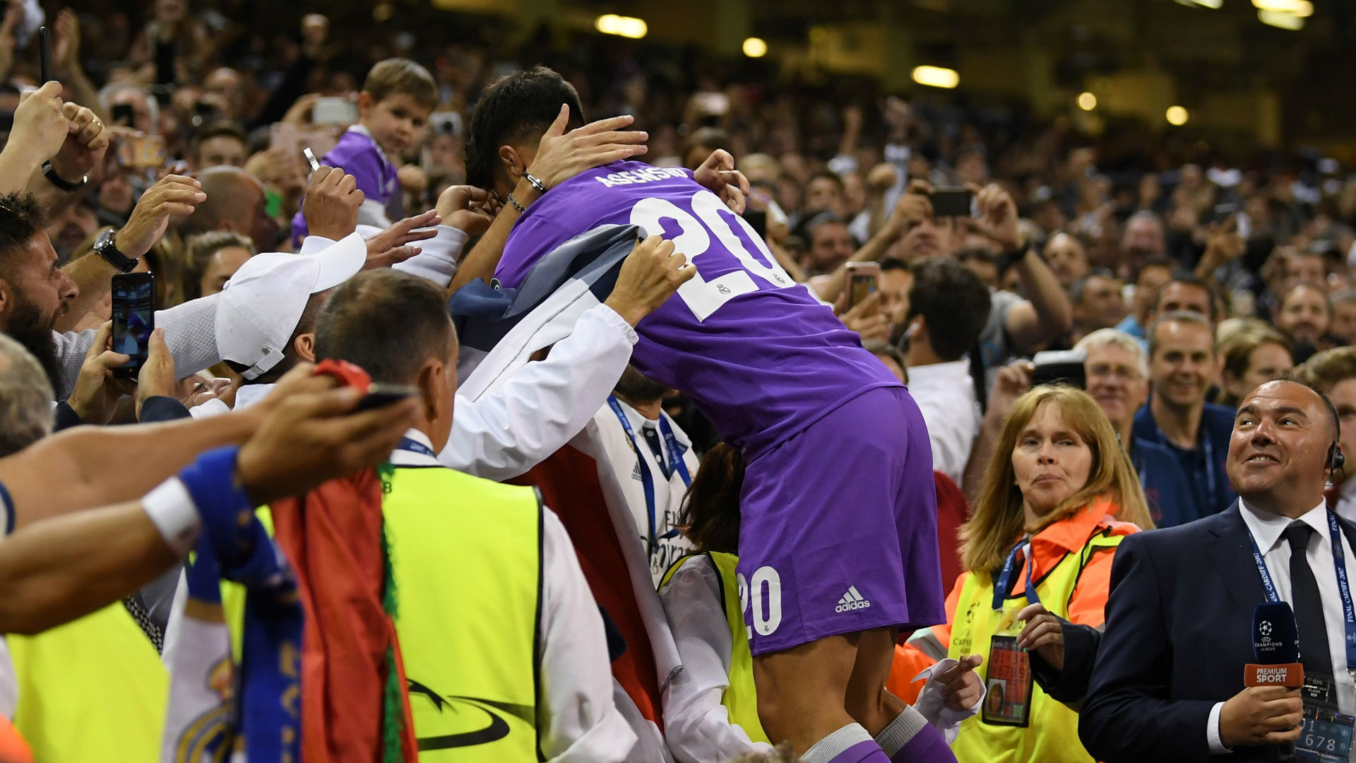 Real Madrid fans want Cristiano Ronaldo to get Ballon d'Or honour