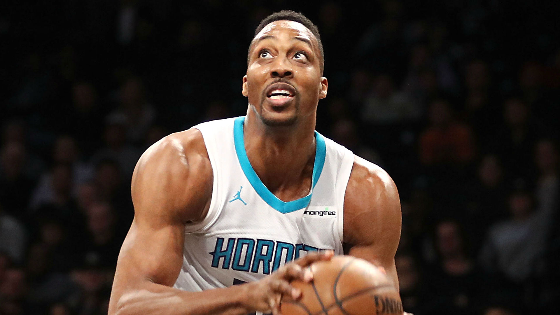 Hornets trading Howard to Nets
