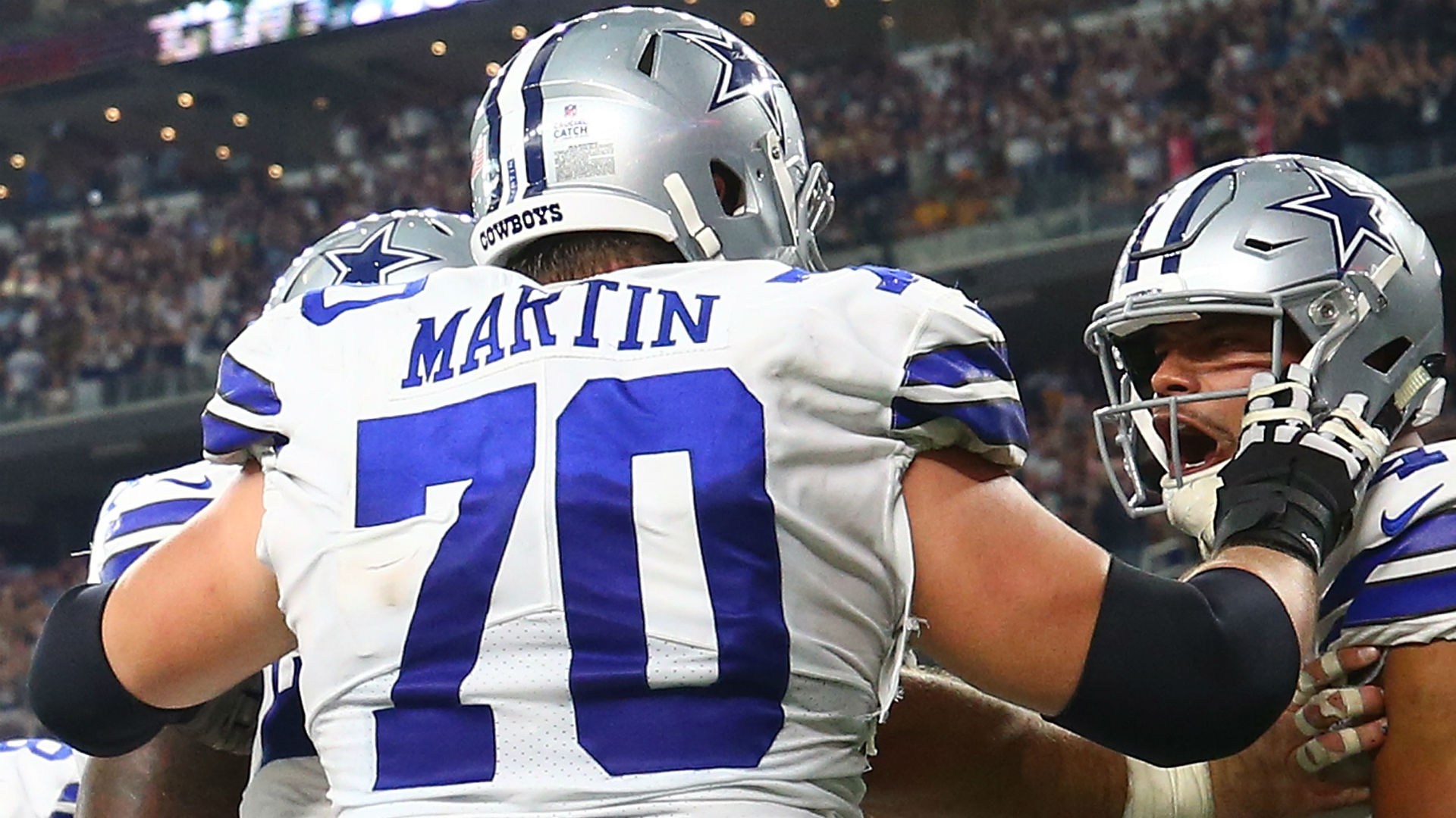 Zack Martin exits Cowboys-Bengals game with knee injury