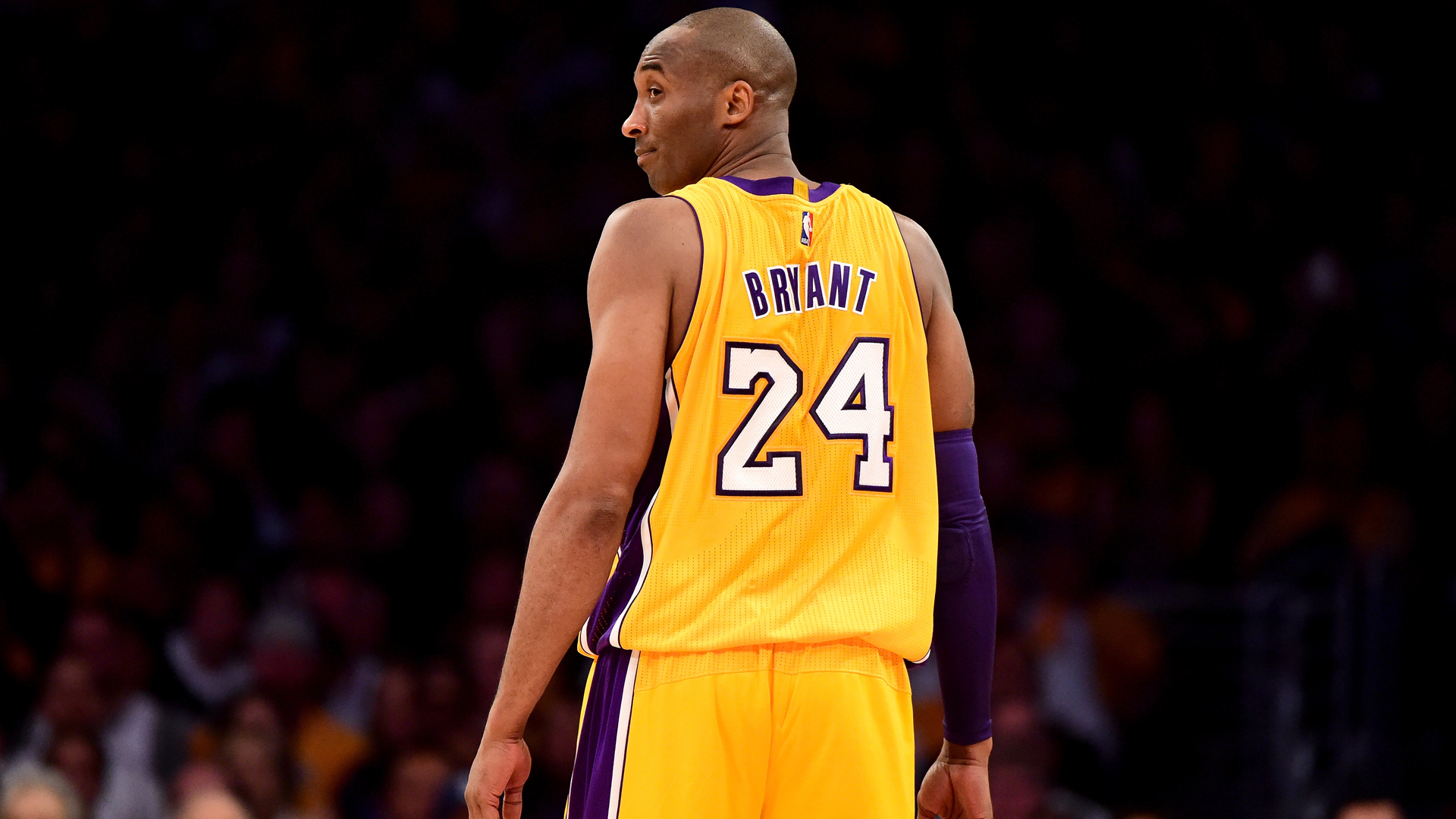 Lakers set record by selling $1 2 million worth of Kobe Bryant
