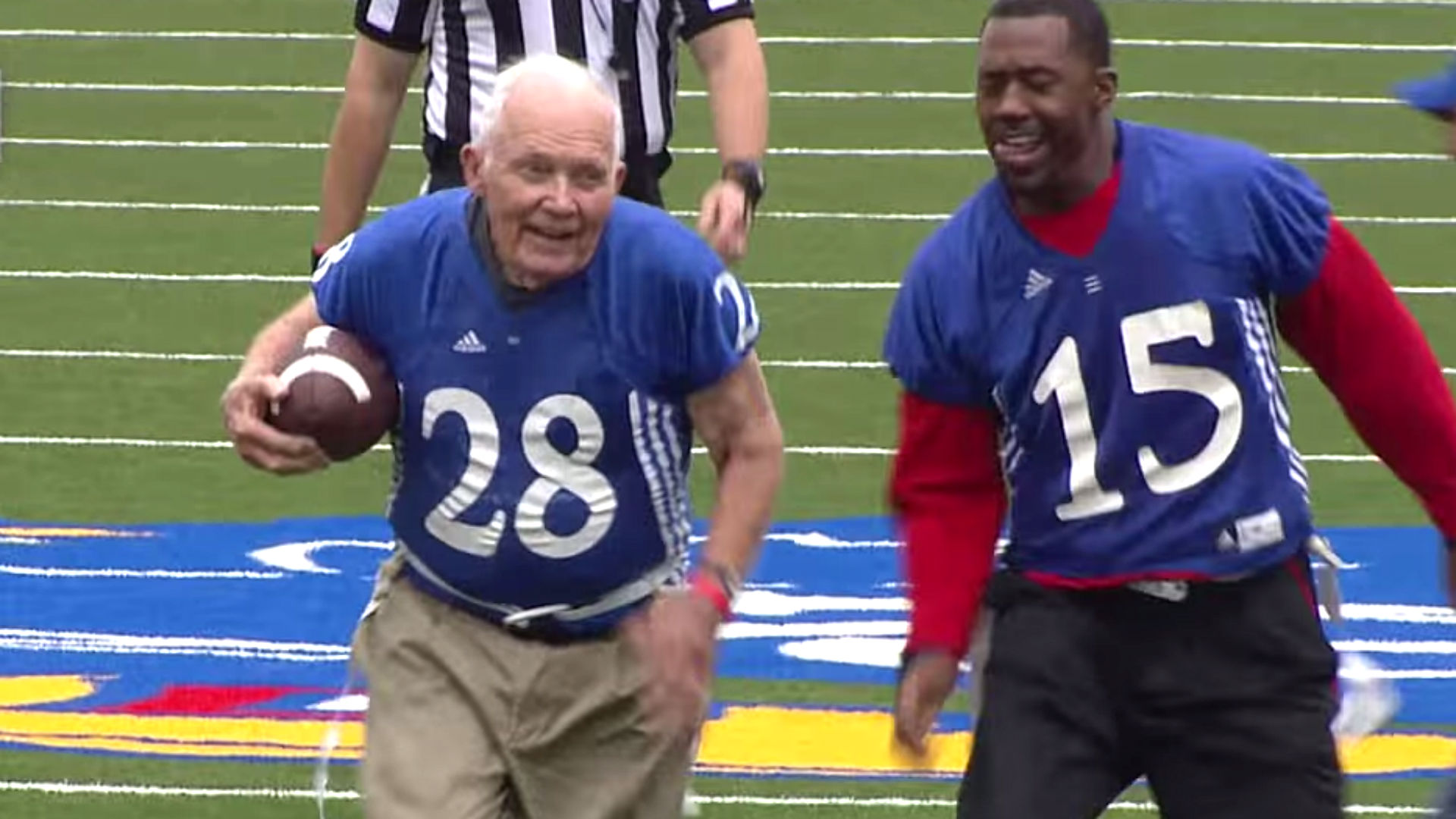WWII veteran, 89, scores touchdown at Kansas alumni flag football game