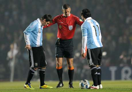 It's not easy to play with Messi - Tevez