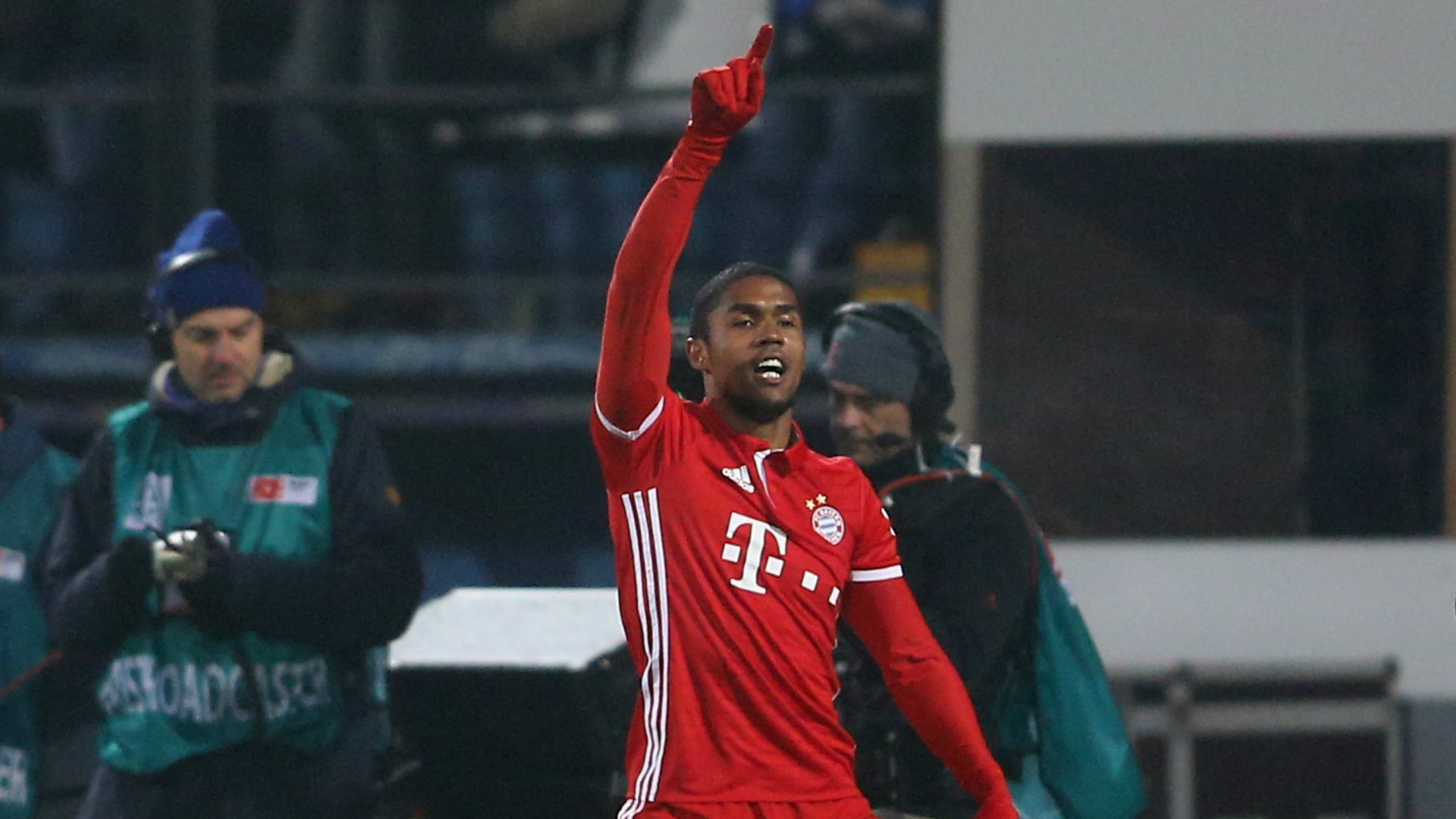 Douglas Costa eager to work with Higuain with Juventus