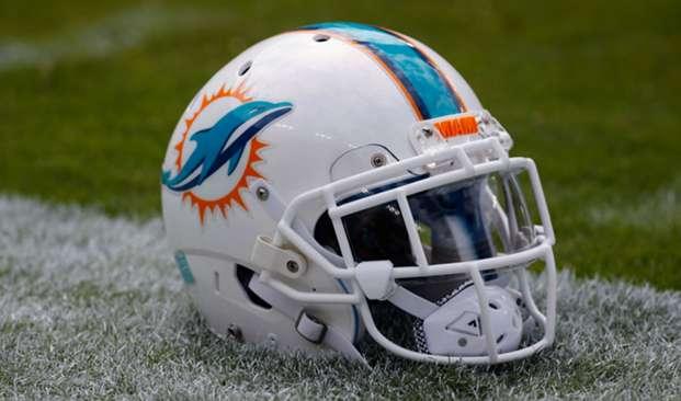 dolphins-miami-helmet-04182018-usnews-getty-ftr
