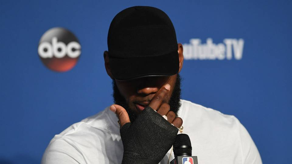 LeBron James to Lakers  76ers say he  strongly  considered Philly ... b624d96c8b3