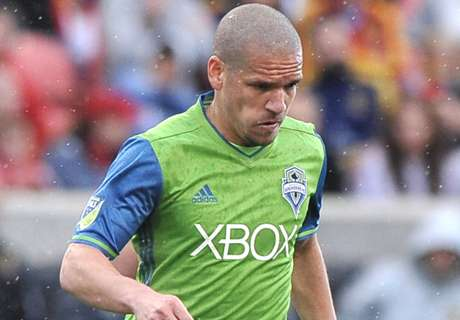 Alonso sent off as Sounders held