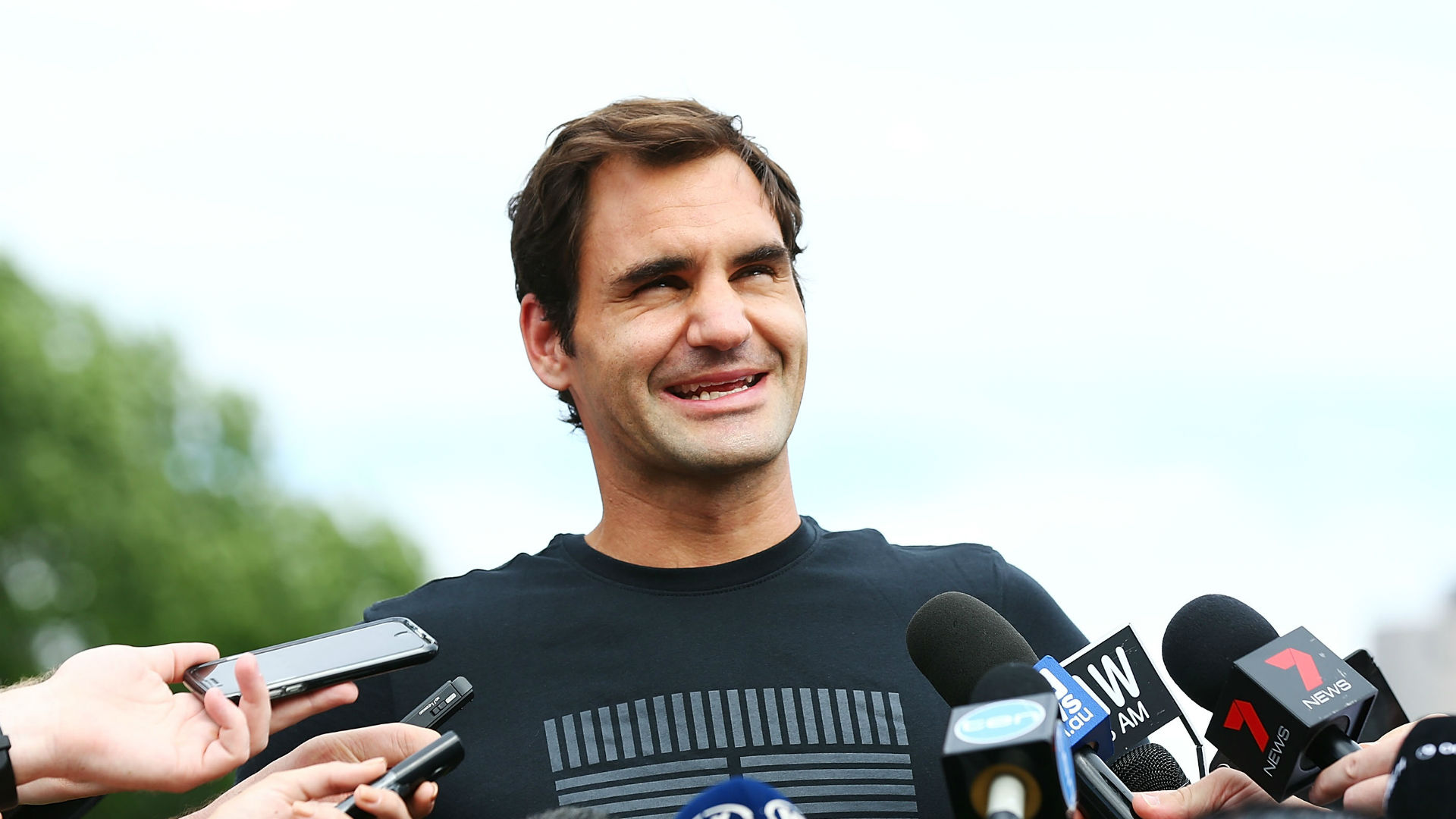 Federer to try make history in Rotterdam