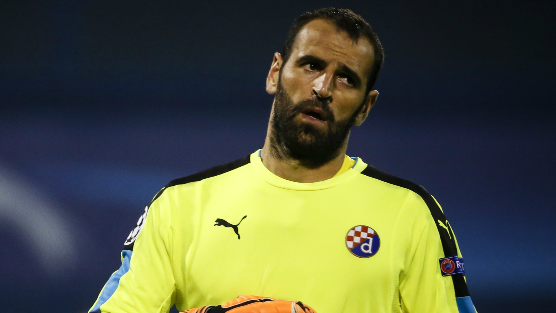 Chelsea hand Portuguese keeper Eduardo one-year contract