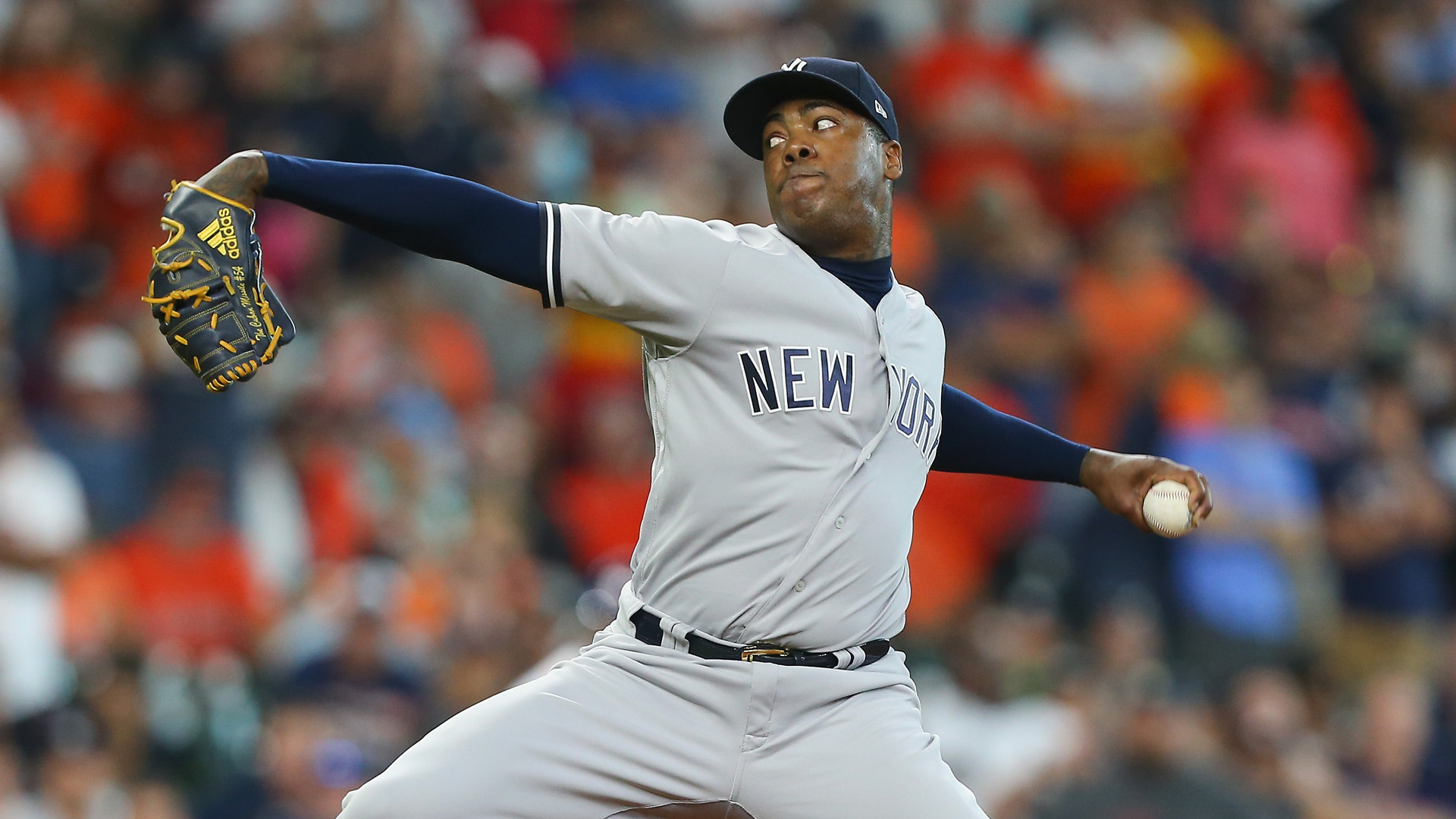 Yanks' Chapman exits after 6 pitches due to knee