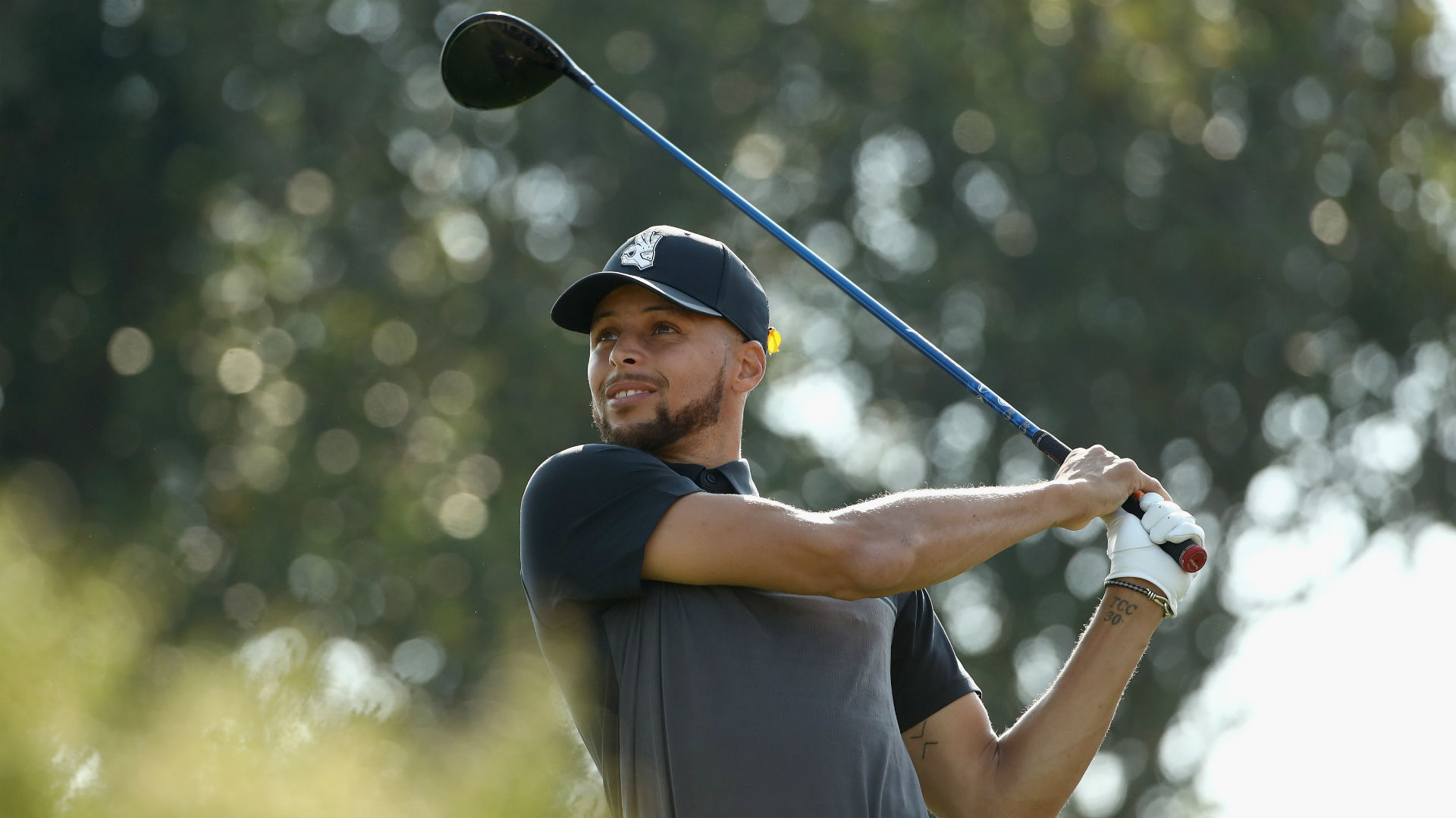 Stephen Curry shoots 71 in return to Web.com Tour