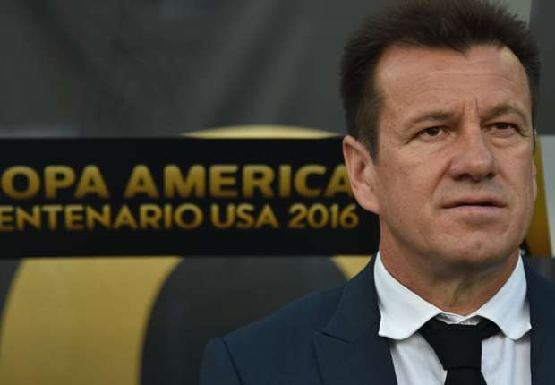 Pele defends sacked Brazil boss Dunga: It's not his fault