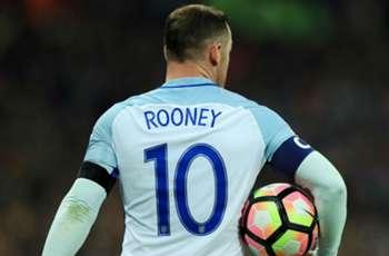 Carragher endorses Rooney's England retirement