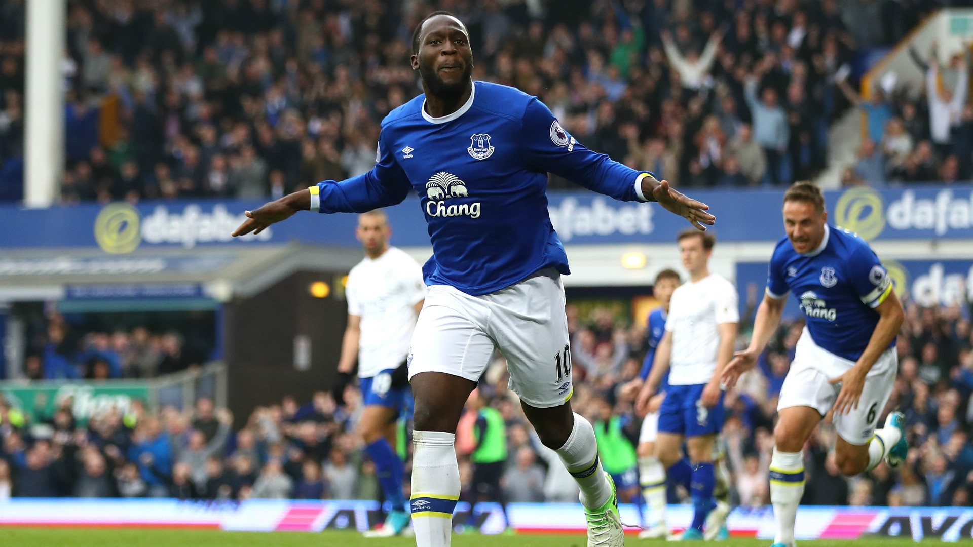 Koeman ready to fight to keep Chelsea and Man Utd target Lukaku at Everton