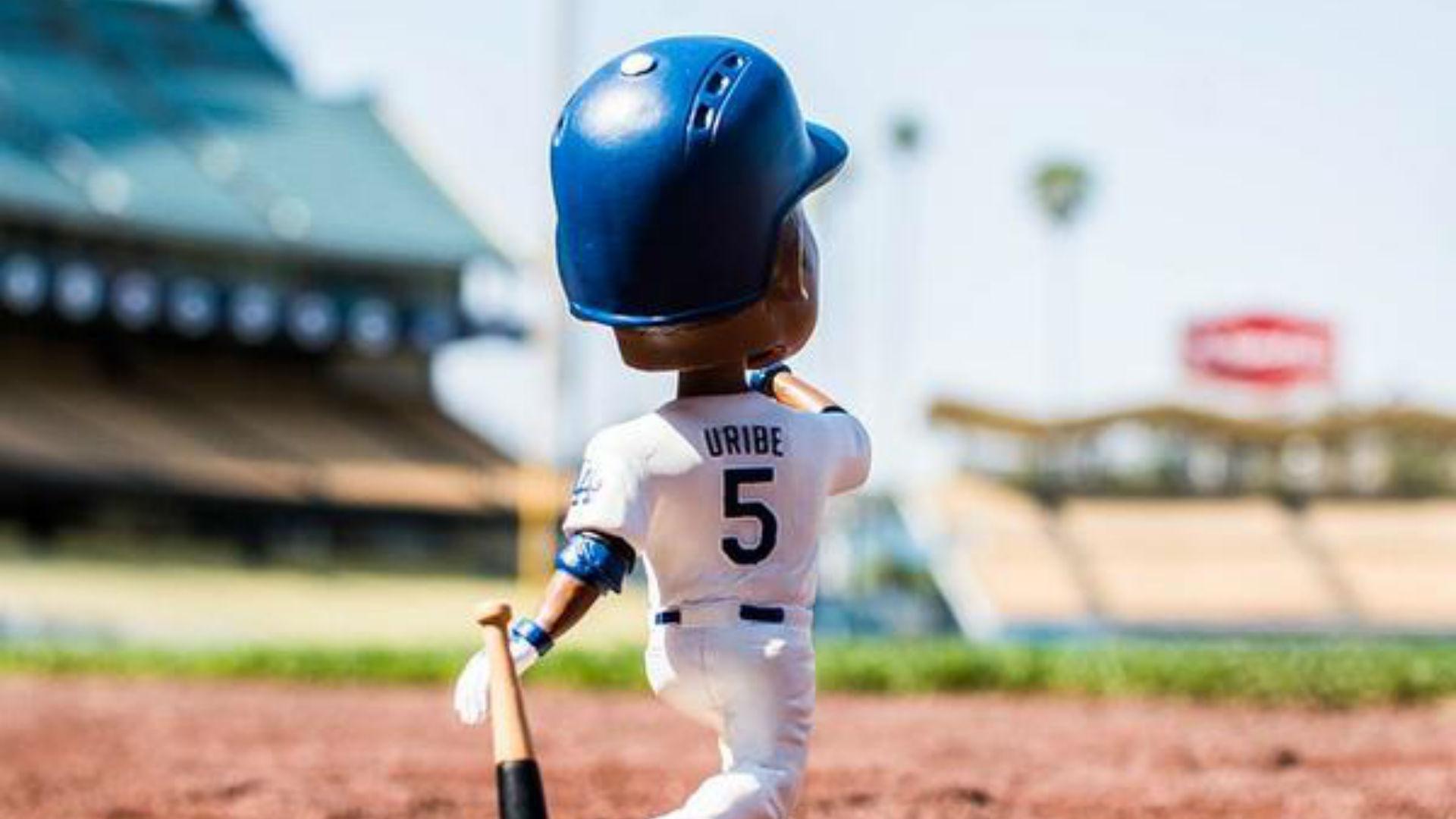 Dodgers still holding bobblehead night for Juan Uribe after trade
