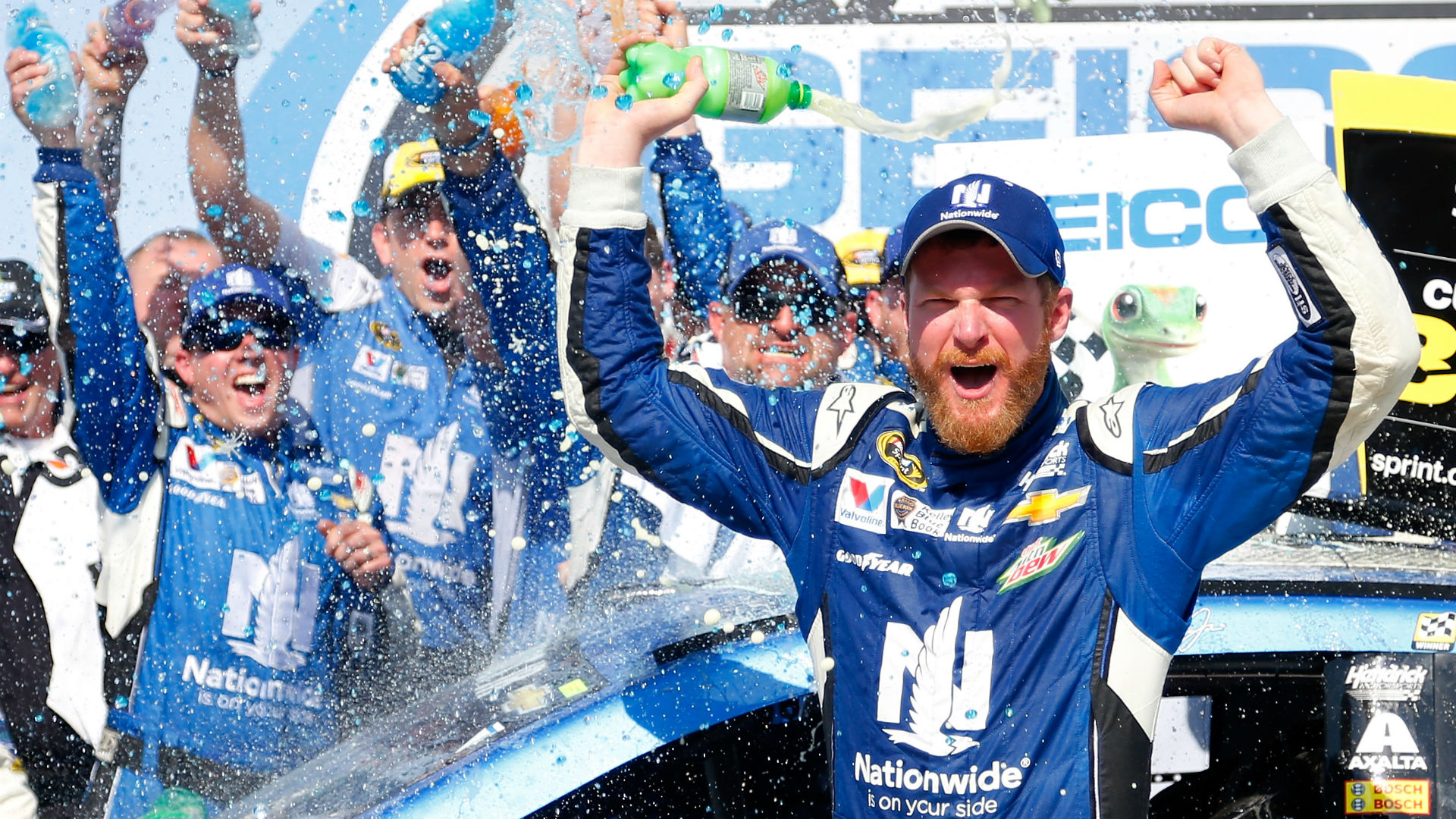 Dale Earnhardt Jr. compares his driving style to… Darrell Waltrip?