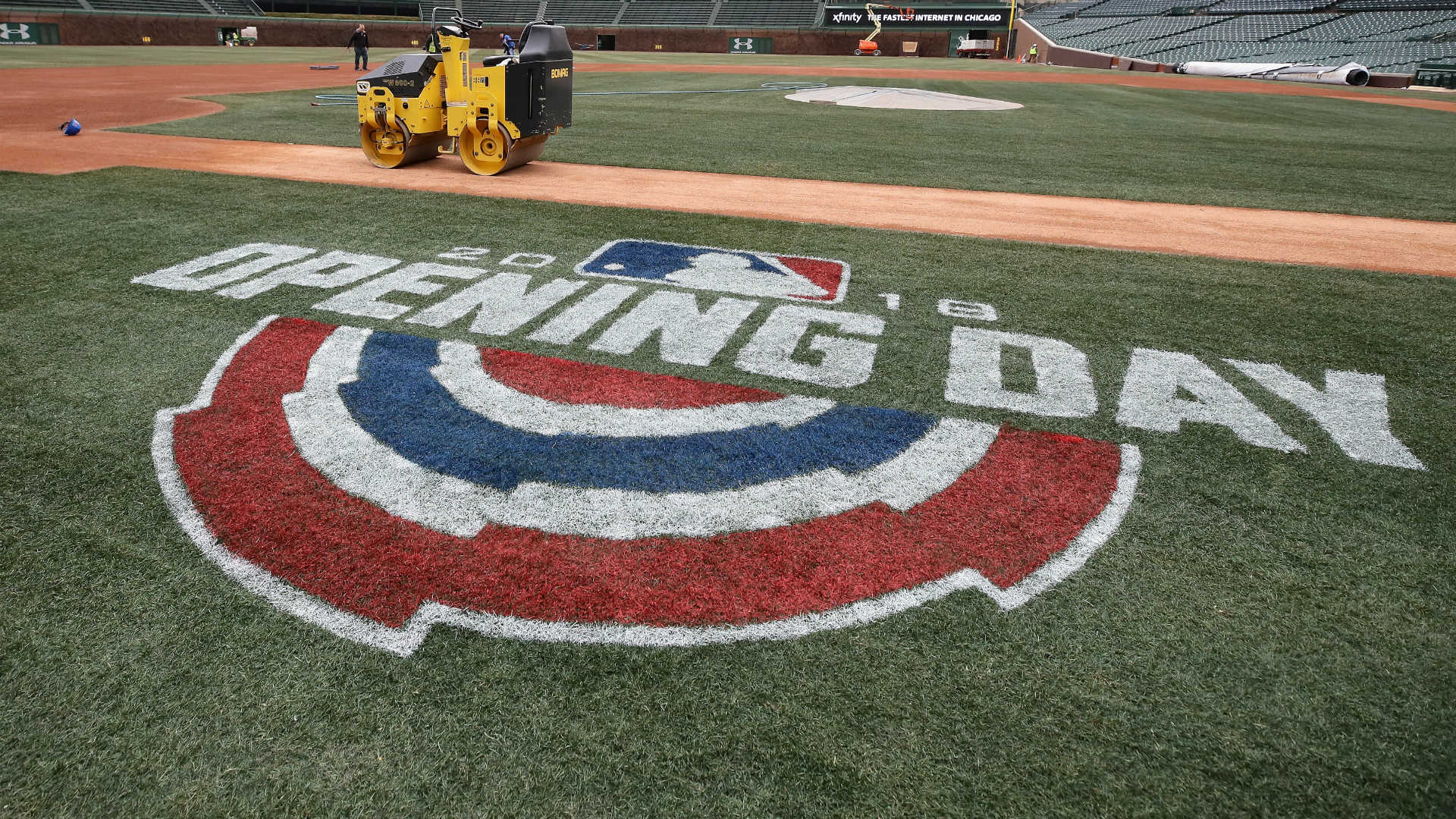 Cubs postpone home opener a day because of snow