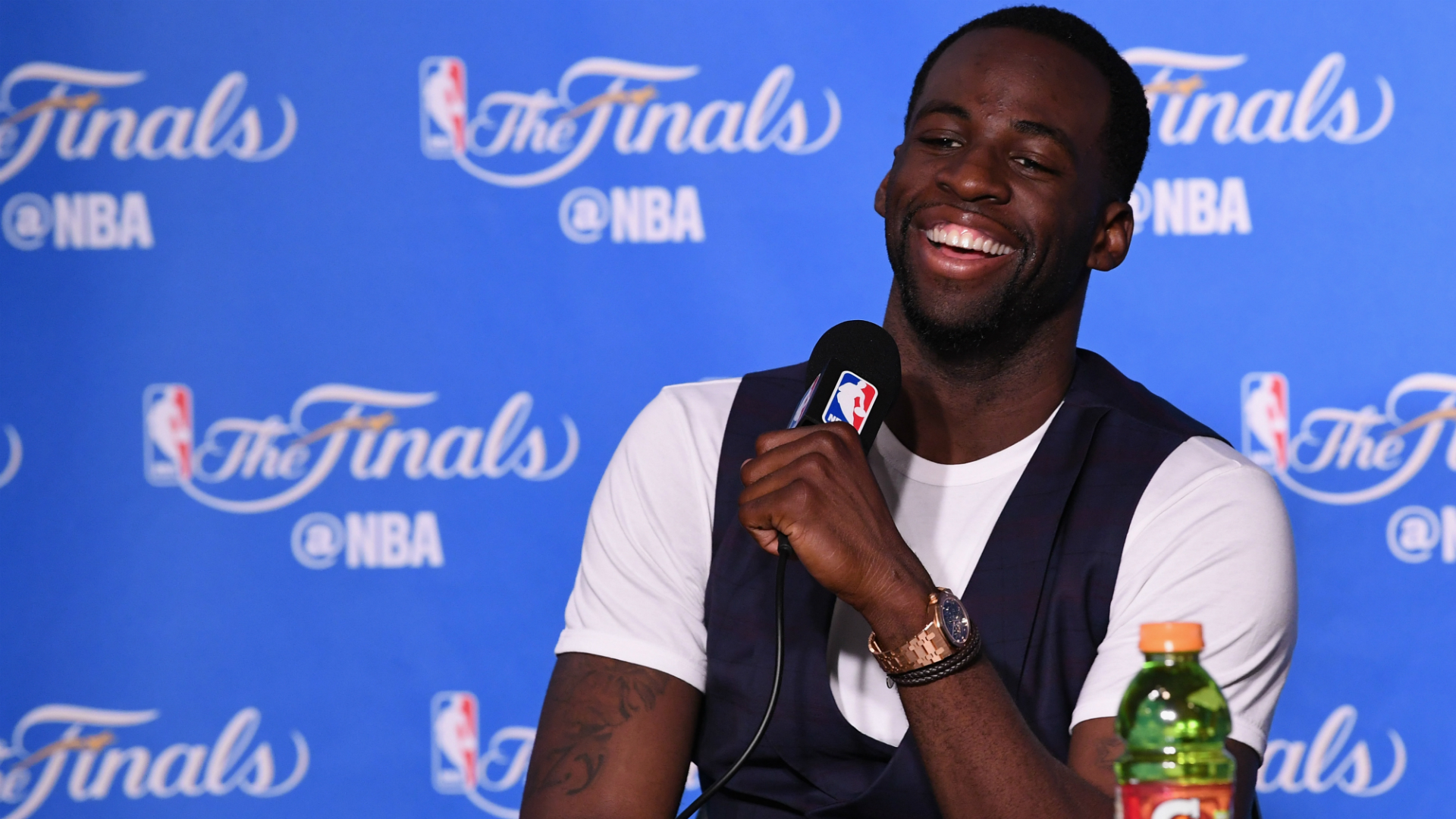 Draymond Green laughs off Magic Johnson's claim about sweeping Warriors