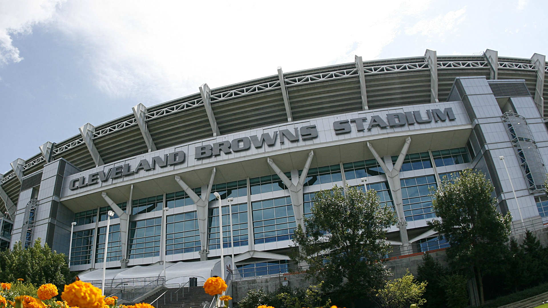 Browns considering new stadium options in Cleveland