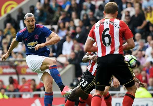Zlatan Ibrahimovic scores for Manchester United against Sunderland